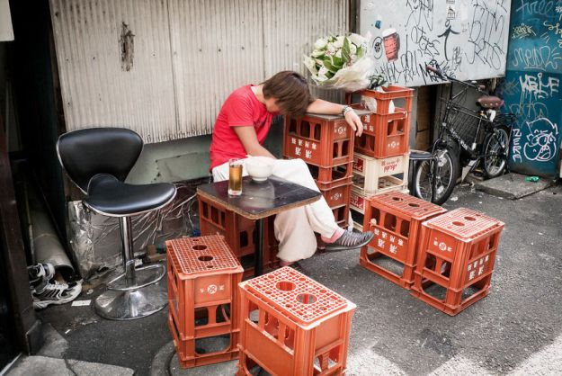 59c2389181672-drunk-japanese-photography-lee-chapman-19-59c0c52b6c666__880 10+ Uncensored Photos Of Drunks In Japan Show The Nasty Side Of Alcohol Photography Random