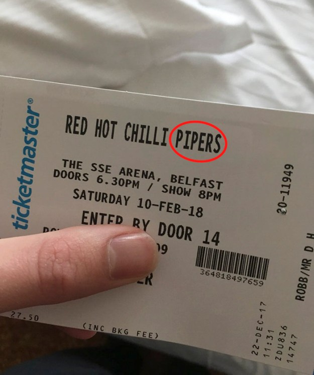 5a8a9fcb08859-wrong-concert-tickets-red-hot-chili-pipers-duncan-robb-12 Man Takes His Girlfriend All The Way To Ireland To See 'Red Hot Chili Peppers', Doesn't Expect Such A 'Nightmare' Random