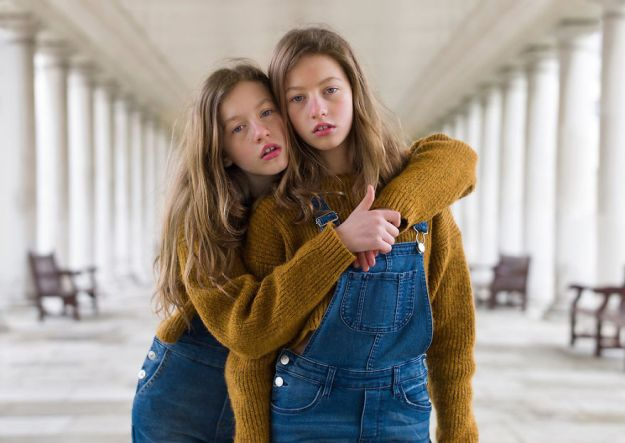 5abdf3ccc1dab-london-identical-twin-portraits-alike-but-not-like-peter-zelewski-8-5abb65cb33027__880 Photographer Captures Identical Twins Next To Each Other To Show How Different They Actually Are Photography Random