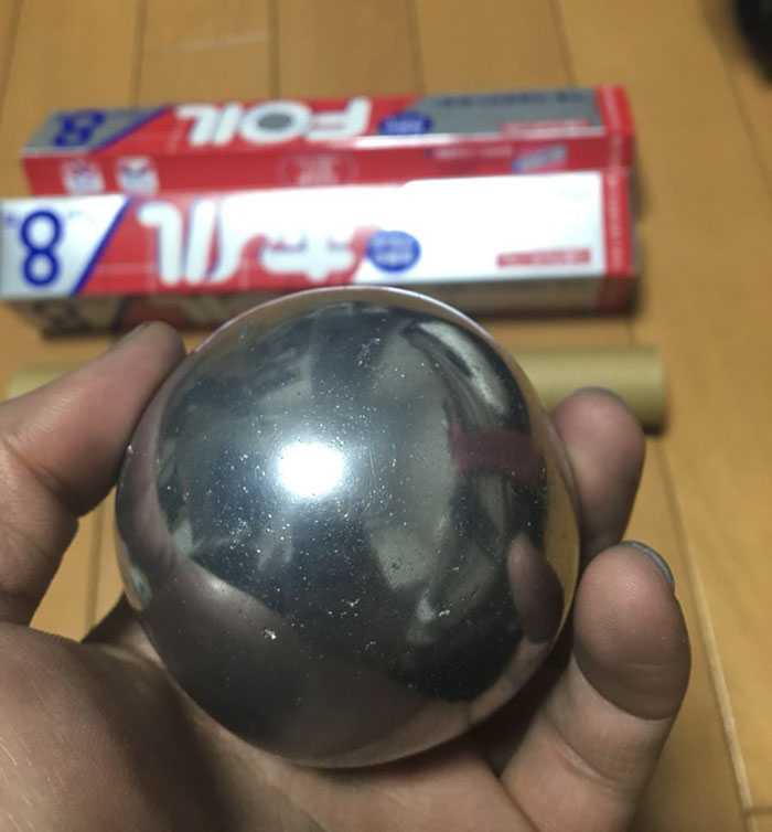 5ac1d3c472640-aluminum-foil-ball-japan-23-5abe232a20834__700 Japanese Are Polishing Foil Balls To Perfection, And It Looks Too Good Random