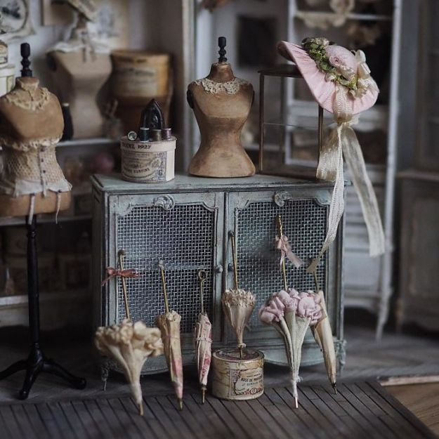 5ac62109aac03-handmade-miniature-art-japanese-artist-kiyomi-7-5a16de819a38c__700 Mother Of Two Wakes Up At 4 AM To Create Antique Dollhouses, And The Details Will Amaze You Art Random