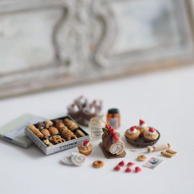 5ac6210aab293-handmade-miniature-art-japanese-artist-kiyomi-40-5a16de92bdf8c__700 Mother Of Two Wakes Up At 4 AM To Create Antique Dollhouses, And The Details Will Amaze You Art Random