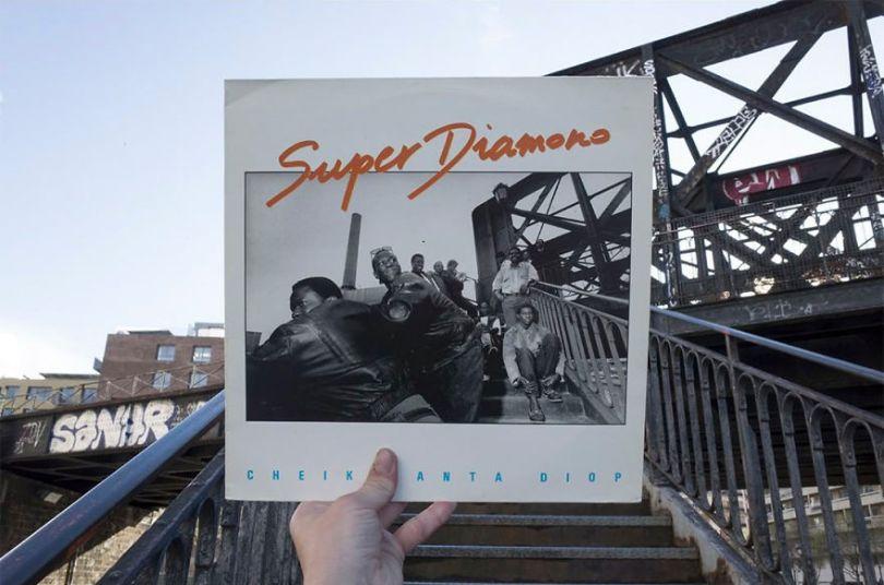 5accb88287677 Photographer does tour in London by registering the location of the iconic reggae vinyl album covers 5ac721a53a90b  880 - Fotógrafo passa 10 anos rastreando os locais originais das capas de vinil