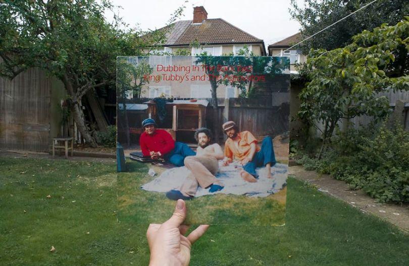 5accb88596a59 Photographer does tour in London by registering the location of the iconic reggae vinyl album covers 5ac72bd73acc3  880 - Fotógrafo passa 10 anos rastreando os locais originais das capas de vinil