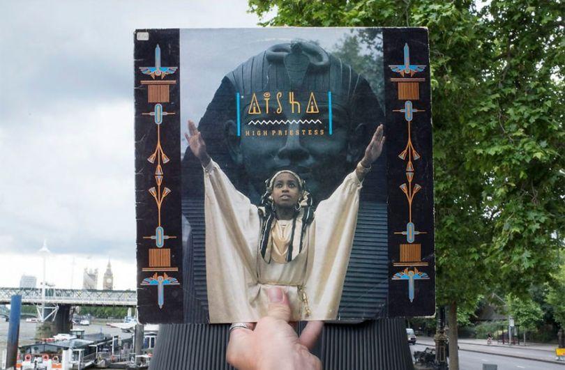 5accb88cc9791 Photographer does tour in London by registering the location of the iconic reggae vinyl album covers 5ac72bf74b963  880 - Fotógrafo passa 10 anos rastreando os locais originais das capas de vinil