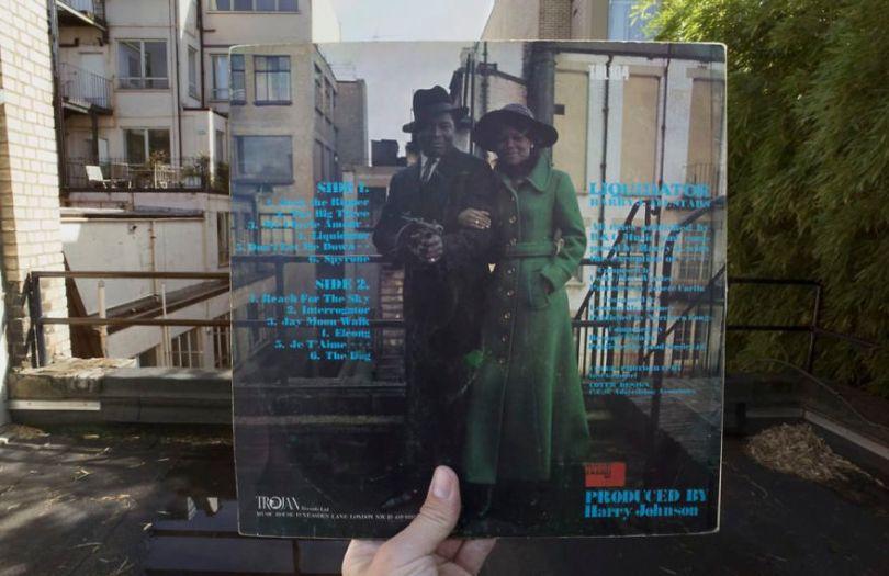 5accb88df07bb Photographer does tour in London by registering the location of the iconic reggae vinyl album covers 5ac72c04aba37  880 - Fotógrafo passa 10 anos rastreando os locais originais das capas de vinil