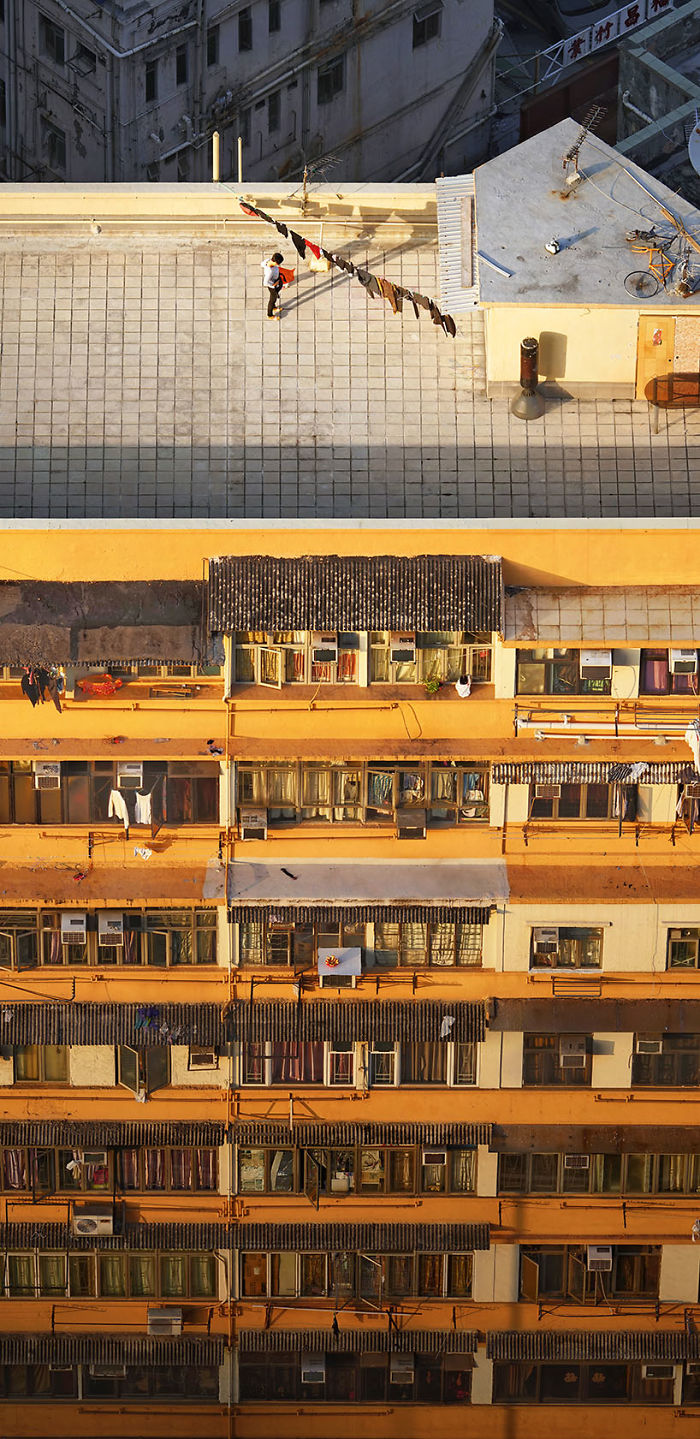 5ae2eb0d18158 Collecting Laundry 5adef8eb21c3e  700 - 12 coisas interessantes este fotógrafo capturado nos telhados de Hong Kong