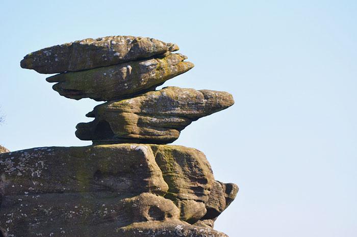 5b236f6a2100c brimham rock york moors vandalism north yorkshire 5b222cdb8636c  700 - Adolescentes destroem 320 milhões de anos de história em poucos segundos