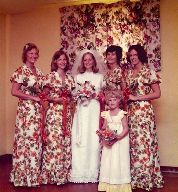 5b67f91cb47c8-funny-vintage-bridesmaids-dresses-3-5ae2f6a70ee9b__700 15+ Hilarious Vintage Bridesmaid Dresses That Didn't Stand The Test Of Time Random