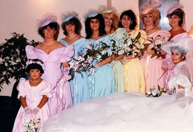 5b67f91d24fa2-old-fashioned-funny-bridesmaids-dresses-13-5ae2fee4136ce__700 15+ Hilarious Vintage Bridesmaid Dresses That Didn't Stand The Test Of Time Random