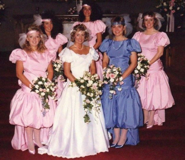 5b67f91d4adad-old-fashioned-funny-bridesmaids-dresses-18-5ae305cb04786__700 15+ Hilarious Vintage Bridesmaid Dresses That Didn't Stand The Test Of Time Random
