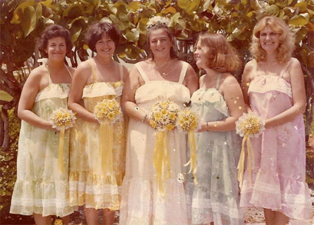 5b67f91dd86fd-old-fashioned-funny-bridesmaids-dresses-28-5ae317bc52753__700 15+ Hilarious Vintage Bridesmaid Dresses That Didn't Stand The Test Of Time Random