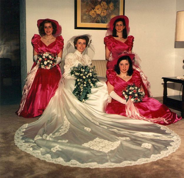 5b67f91fb8c5e-old-fashioned-funny-bridesmaids-dresses-10-5ae2fb70bcfc5__700 15+ Hilarious Vintage Bridesmaid Dresses That Didn't Stand The Test Of Time Random