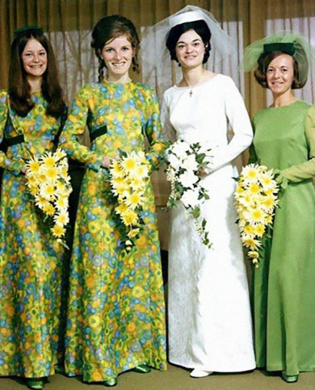 5b67f9217c492-old-fashioned-funny-bridesmaids-dresses-33-5ae31b25bb2e0__700 15+ Hilarious Vintage Bridesmaid Dresses That Didn't Stand The Test Of Time Random
