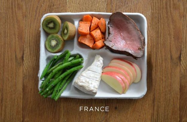 5bb4b3e881eb1-france-5bb31263585c0__700 9 Photos Showing How School Lunches Look Around The World, And America's Looks Least Appealing Random