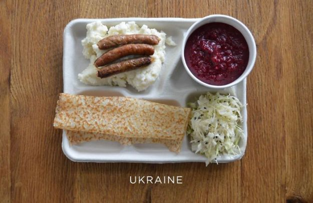 5bb4b3e97efae-ukraine-5bb3126ce41ac__700 9 Photos Showing How School Lunches Look Around The World, And America's Looks Least Appealing Random