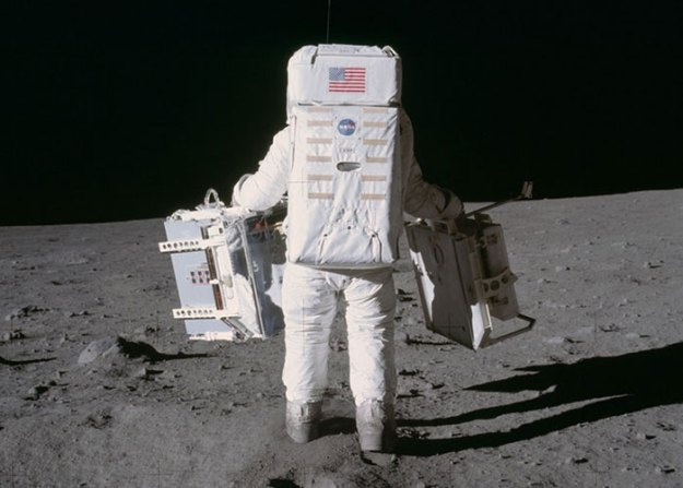 5bb7155fa0d8b-moon-landing-1002 Someone Points Out That Neil Armstrong's Boot Doesn't Match The Print On The Moon, So The Internet Destroys Them With Facts Random