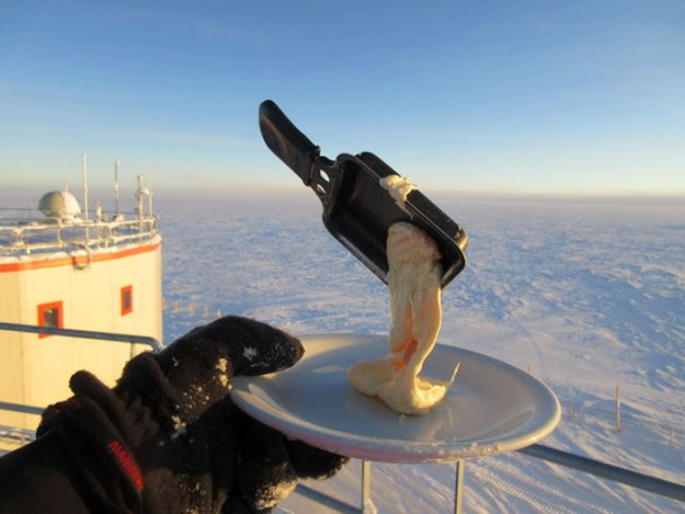 5bbdac3ba2d6e-cooking-food-antarctica-cyprien-verseux2-5bbc51db32509__700 This Astrobiologist Tried Cooking Food In Antarctica At -94ºF (-70ºC), Gets Hilarious Results Random