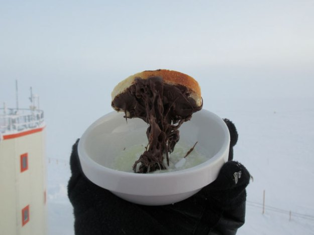 5bbdac3fca412-cooking-food-antarctica-cyprien-verseux4-5bbc51de6ab9e__700 This Astrobiologist Tried Cooking Food In Antarctica At -94ºF (-70ºC), Gets Hilarious Results Random