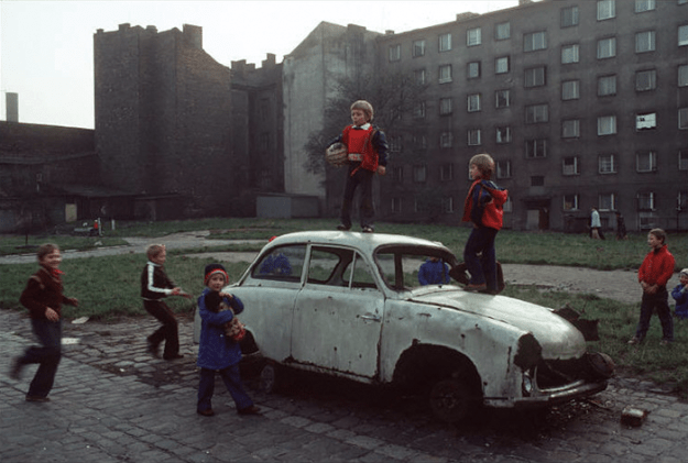 poland-in-early-80s-bruno-barbey-11-1 In The 1980's, This Photographer Traveled 40,000 Km Around Poland To Photograph Its Daily Life Photography Random