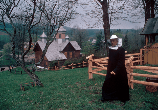 poland-in-early-80s-bruno-barbey-36 In The 1980's, This Photographer Traveled 40,000 Km Around Poland To Photograph Its Daily Life Photography Random
