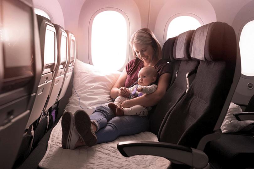 skycouch air new zealand 12 - Companhia aérea ameniza sofrimento das mães com bebês mais fácil