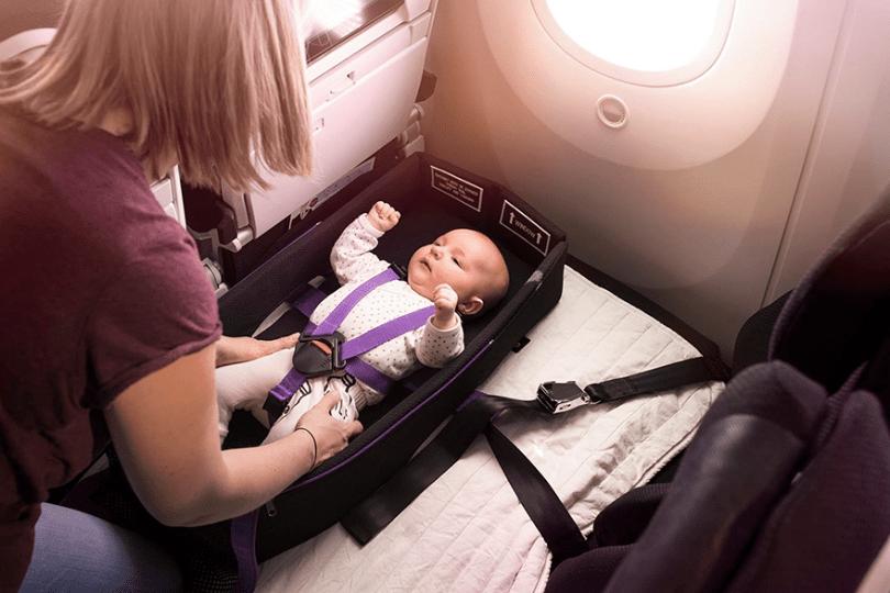 skycouch air new zealand 13 - Companhia aérea ameniza sofrimento das mães com bebês mais fácil