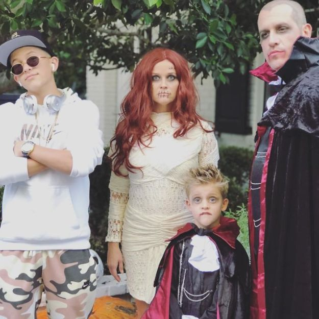 5be05543bc608-reesewitherspoon_2_11_2018_10_59_58_523-5bdc121a6e8da__700 30+ Celebrities Who Completely Nailed This Year's Halloween Random