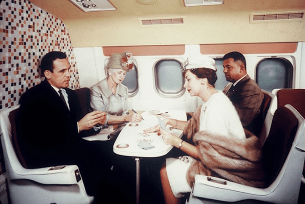 flying-in-the-past-vintage-photos-9 10+ Vintage Photos Taken Between The 1940s And 1970s That Show How Different Flying Was Random Travel