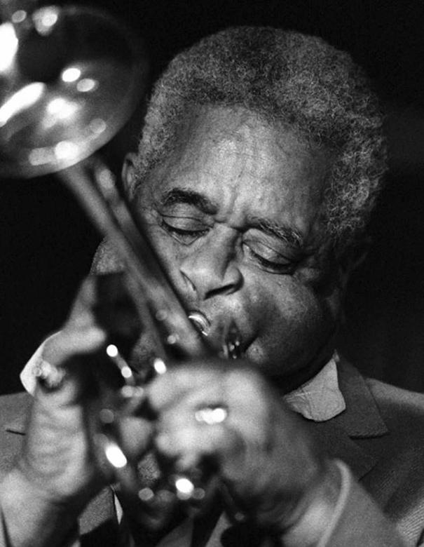 giant-cheeks-dizzy-gillespie-13 20 Photos Showing The Amazing Stretched Cheeks Of Legendary Jazz Player Dizzy Gillespie Random