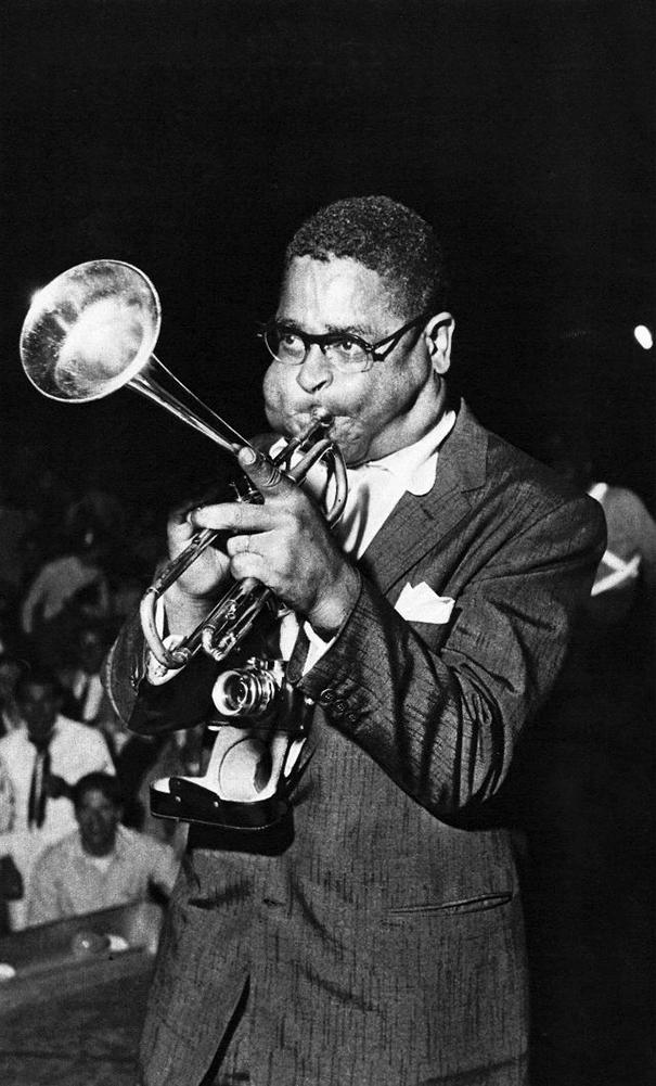 giant-cheeks-dizzy-gillespie-14 20 Photos Showing The Amazing Stretched Cheeks Of Legendary Jazz Player Dizzy Gillespie Random