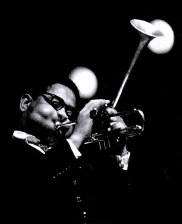 giant-cheeks-dizzy-gillespie-18 20 Photos Showing The Amazing Stretched Cheeks Of Legendary Jazz Player Dizzy Gillespie Random
