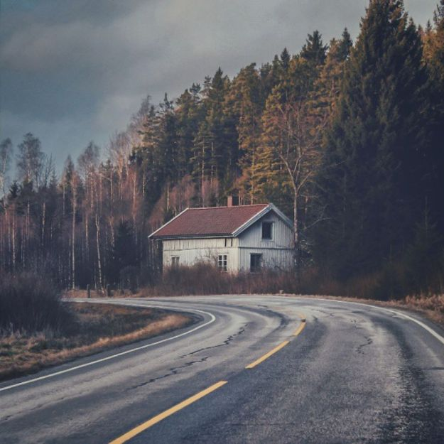 5c092cca68894-I-moved-to-the-Arctic-to-pursue-my-passion-for-abandoned-houses-5bfe6378023cc__880 29 Photos Of Abandoned Houses In The Arctic By Norwegian Photographer Britt Marie Bye Photography Random Travel