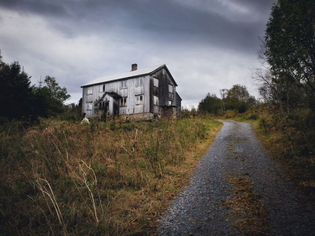 5c092ccb5a55a-2018-09-27-083259-1-5bfd94a708ce7__880 29 Photos Of Abandoned Houses In The Arctic By Norwegian Photographer Britt Marie Bye Photography Random Travel