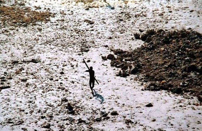 5c12165c09a5d isolated tribe sentinel island andaman madhumala chattopadhyay india 8 5c0e401f1170d  700 - Ilha Sentinela - A ilha proibida!