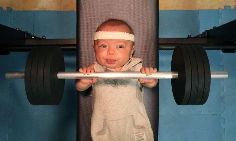 """5c497b3b20f0c Ryan10 5c4756459523d  880 - Pai fez seu bebê prematuro fazer """"coisas de homem"""". É hilário!"""
