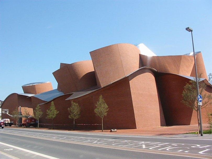 5c501145767ff marta 5c4870aba9b86  700 - Os impressionantes edifícios do arquiteto Frank Gehry