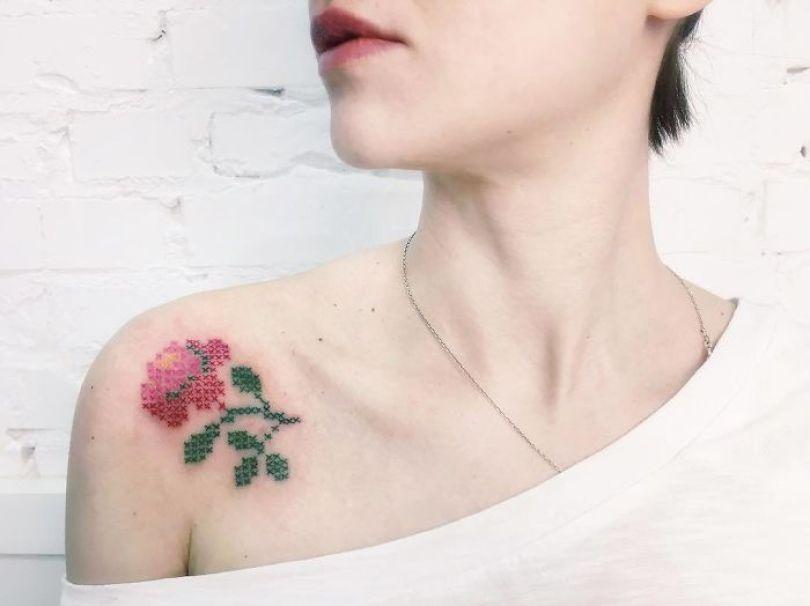 """5cab030665edd BUCjlyMFtLR png  700 - 30 tatuagens em estilo """"bordado"""" são lindas e intrigantes"""