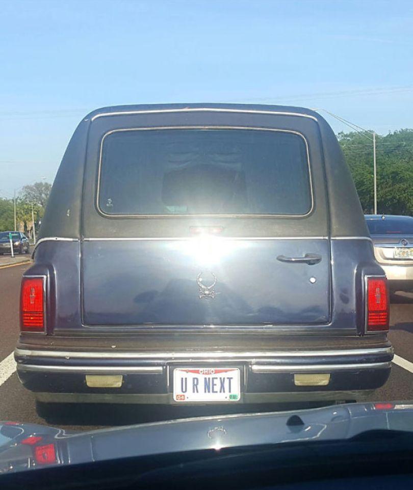 5cb04550bf2cb funny license plates 23 5c9df05240b49  700 - Placa de carro: Curiosidades sobre emplacamentos de carros criativos e engraçados
