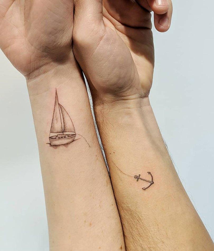 5cee3cdd07f2a matching tattoo ideas 16 5ce53e32a38e9  700 - 30 criativas tatuagens conectadas entre pessoas