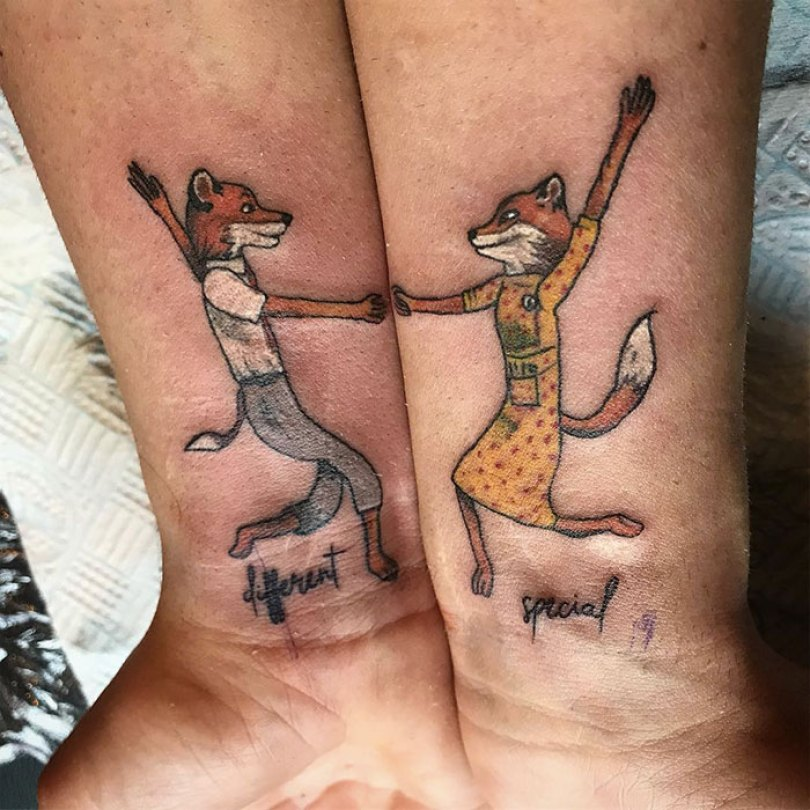 5cee3ce071965 matching tattoo ideas 27 5ce53f15ecfe2  700 - 30 criativas tatuagens conectadas entre pessoas