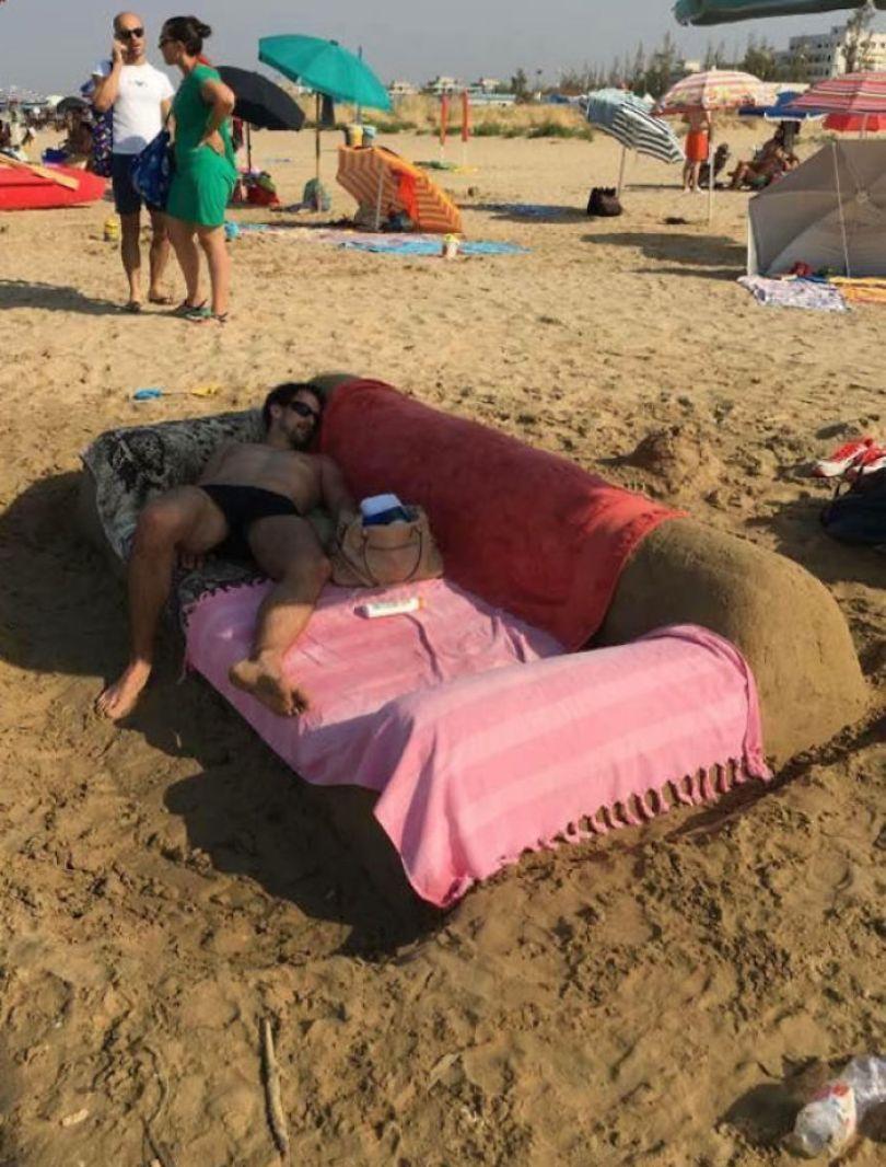 5cfa470f55b64 interesting funny beach 2 5b6c38551d413  700 - Coisas interessantes que as pessoas encontraram na praia