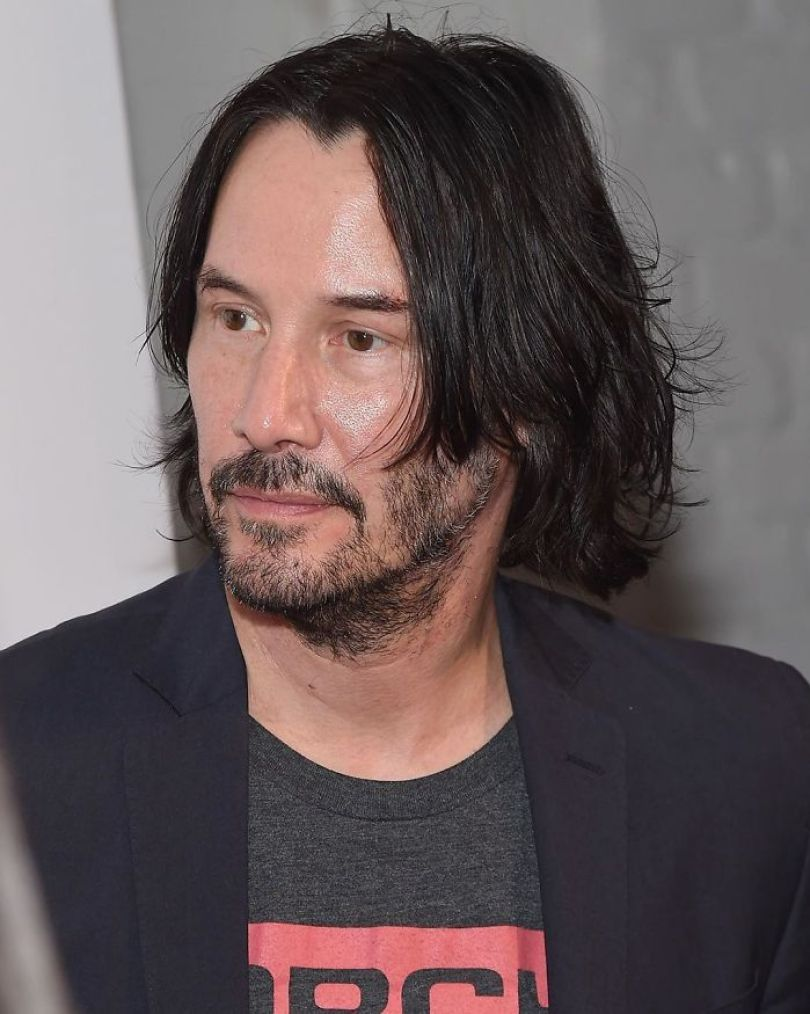 5d03466da3f85 ByA9 TXIFm  png  700 - Por que Keanu Reeves tímido e introvertido é tão popular na Internet?