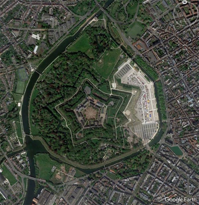 5d5507ec9c68c google earth map finds 40 5d527c498dab8  700 - 30 coisas mais interessantes que um geólogo encontrou no Google Earth