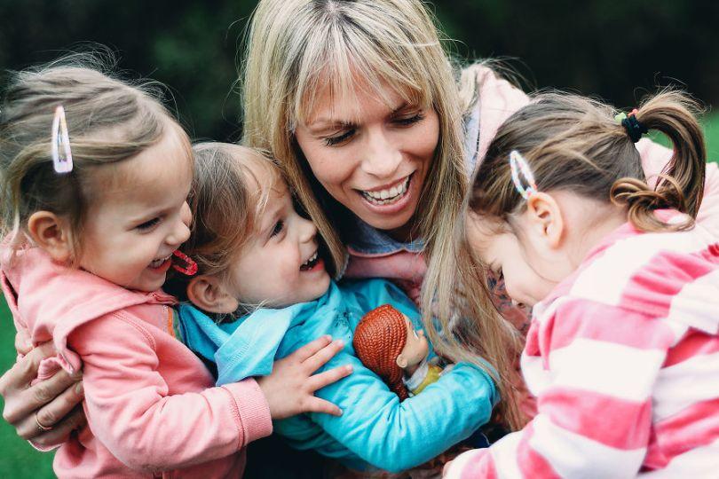 5d68d212187a9 325 months linear park6xs 5d5510f123037  880 - Mãe de gêmeos e depois trigêmeos documenta sua família em fotos adoráveis