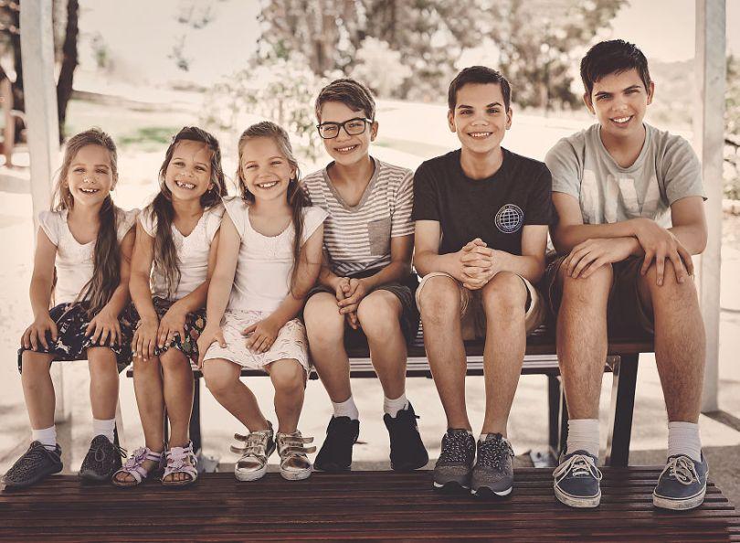 5d68d217ee189 855 months NYE kids 5d55117f53554  880 - Mãe de gêmeos e depois trigêmeos documenta sua família em fotos adoráveis