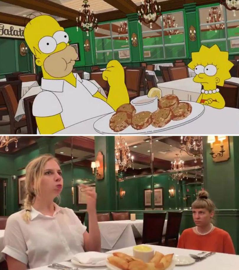 "5d6cc3f03248f An episode of The Simpsons recreated in real life fun by two fans 5d678f8f23201 700 - Mulher recria cenas de Homer de ""Os Simpsons"" comendo em restaurantes"
