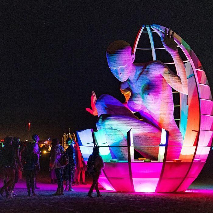 5d6f6c51d53ac B154EOIBl2I png  700 - 30 fotos do festival Burning Man Nevada 2019