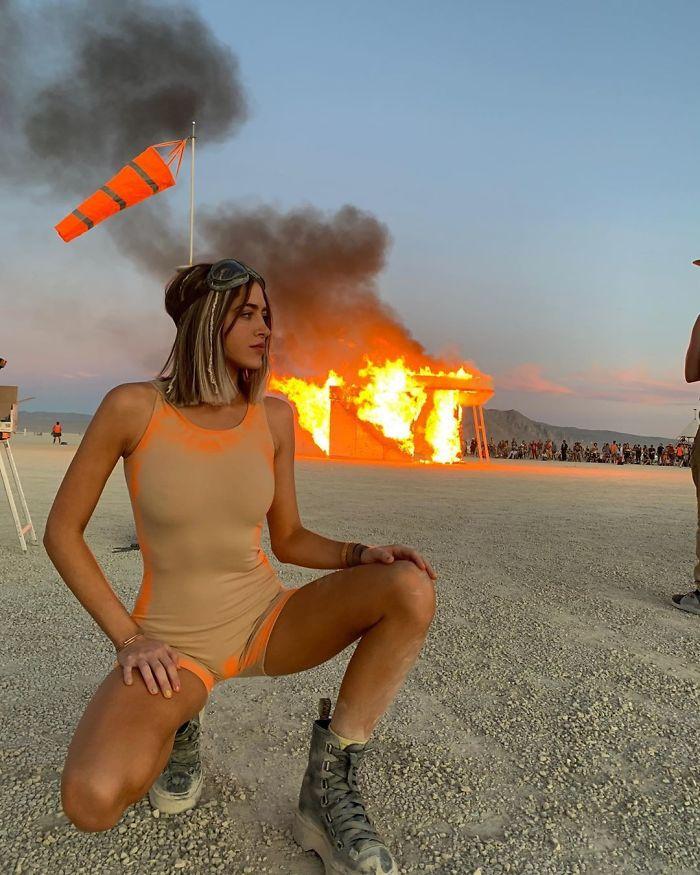5d6f6c53cd422 B14LxwTA pl png  700 - 30 fotos do festival Burning Man Nevada 2019