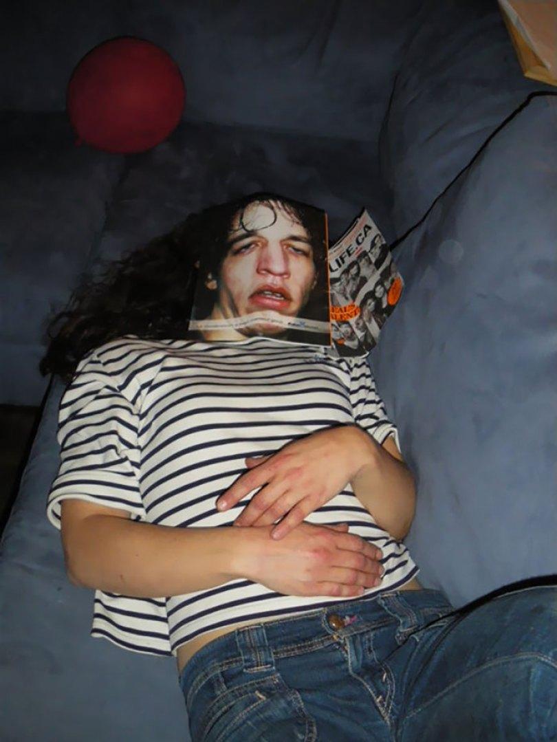 5d832ed321650 funny people sleeping positions 127 5d76408db5aeb  700 - Pessoas dormindo em posições extremamente desconfortáveis